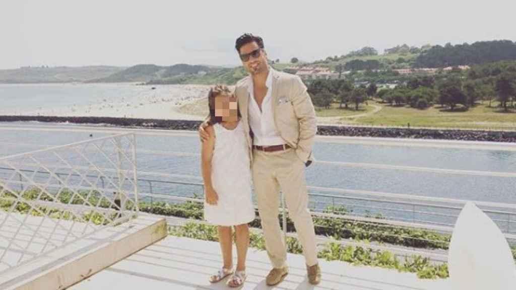 David Bustamante posando junto a su pequeña Daniella en una foto de sus redes sociales.