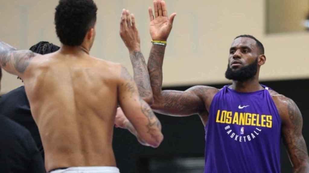 Lebron, en un entrenamiento con los Lakers.