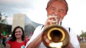 Los seguidores de Lula se manifiestan frente al Tribunal Supremo, en Brasilia.