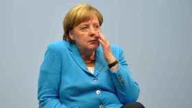 La canciller Merkel durante una visita a una empresa alemana.