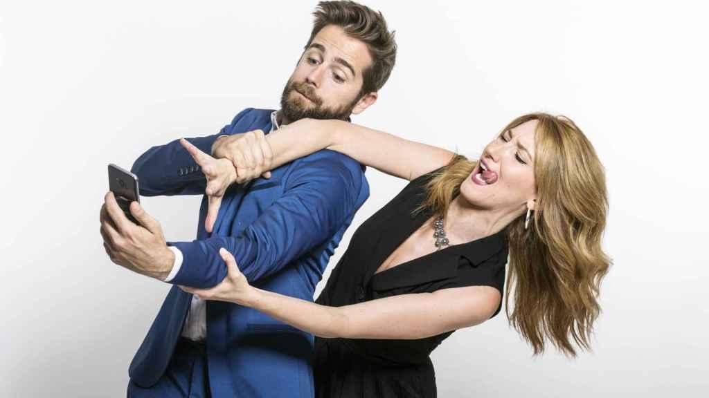 Los presentadores de Quizvideo: Miguel Campos y Saray Esteso.