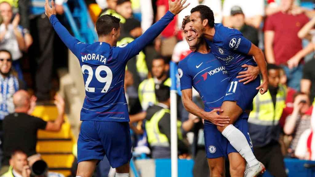 Marcos Alonso, Pedro y Morata, en el primer gol del Chelsea.