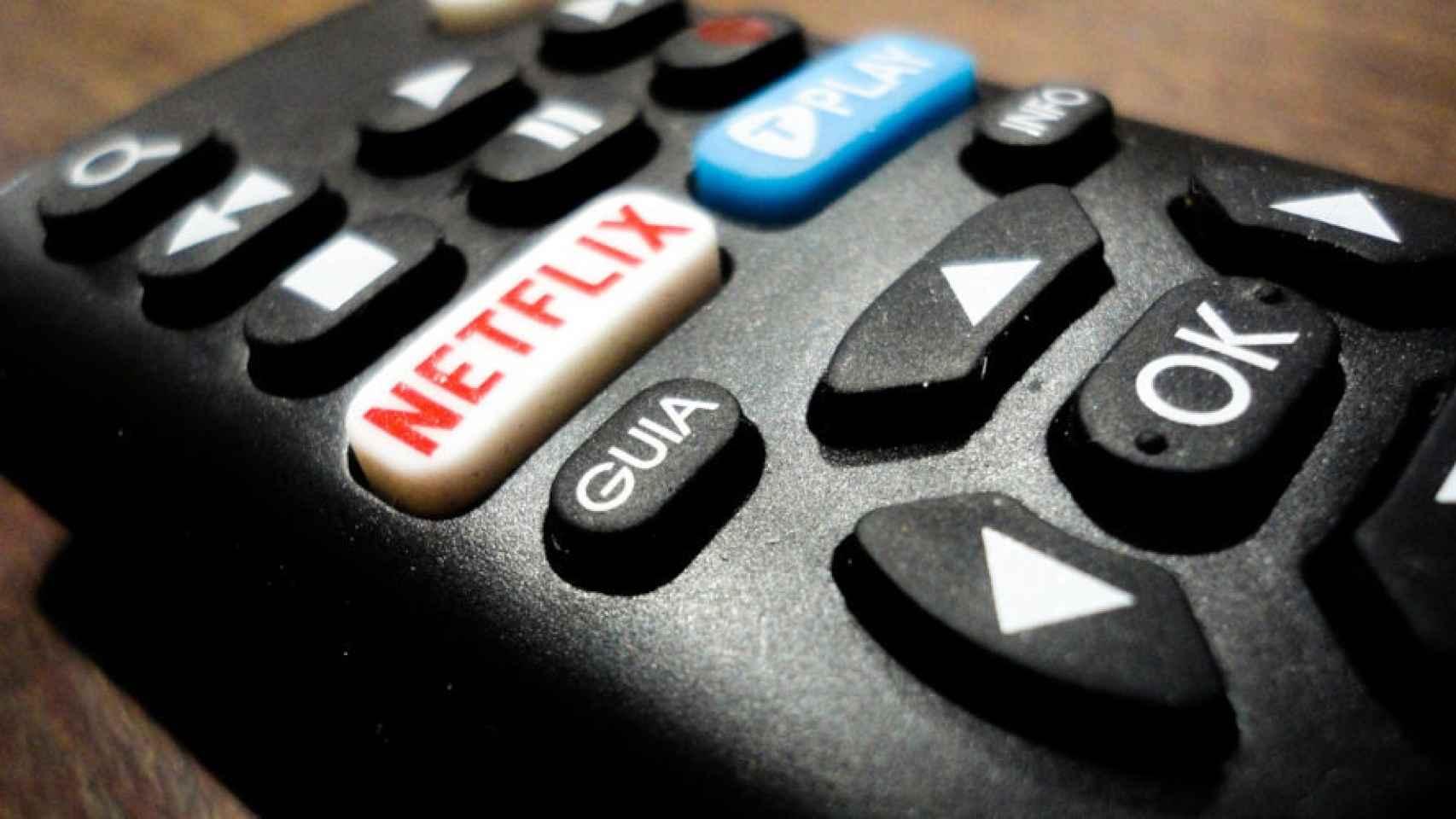 Un mando a distancia con acceso a Netflix.
