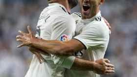 Dani Ceballos y Dani Carvajal, celebran un gol