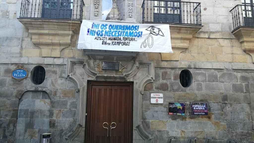 La pancarta contra la Guardia Civil y a favor de los agresores de Alsasua