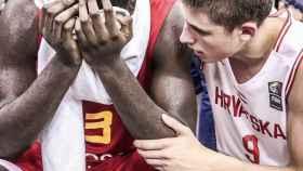 Garuba y Tisma tras finalizar el Europeo. Foto: Twitter. (@FIBA)