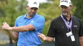 Sergio García conversa con Stan Utley, su entrenador de swing, durante el pasado US Open.