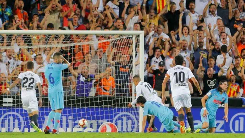 Rodrigo marca en el Valencia - Atlético de Madrid