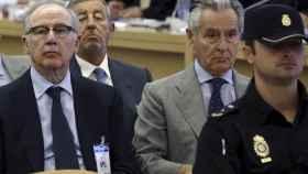 Los expresidentes de Bankia y Caja Madrid, Rodrigo Rato y Miguel Blesa, durante el juicio por las 'tarjetas Black' en la Audiencia Nacional.