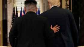 Trump y Kim Jong-un en su reunión en Shangai