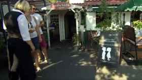 El restaurante con el cartel de sólo adultos.