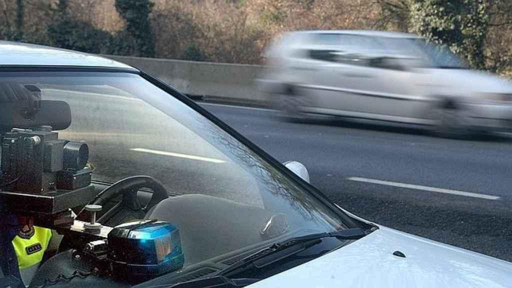Un radar de la Guardia Civil en un coche camuflado