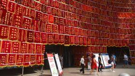 La entrada de un hospital chino en plena celebración del Día del médico