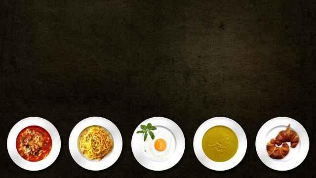 Cinco platos de comida (algunos más sanos que otros).