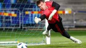 Lunin, en un entrenamiento del Real Madrid