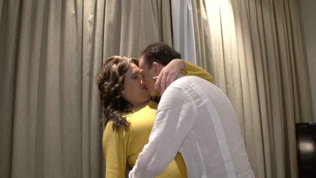 Desy Rodríguez e Isaac Roffe (Caballito de Mar) en su escena porno.