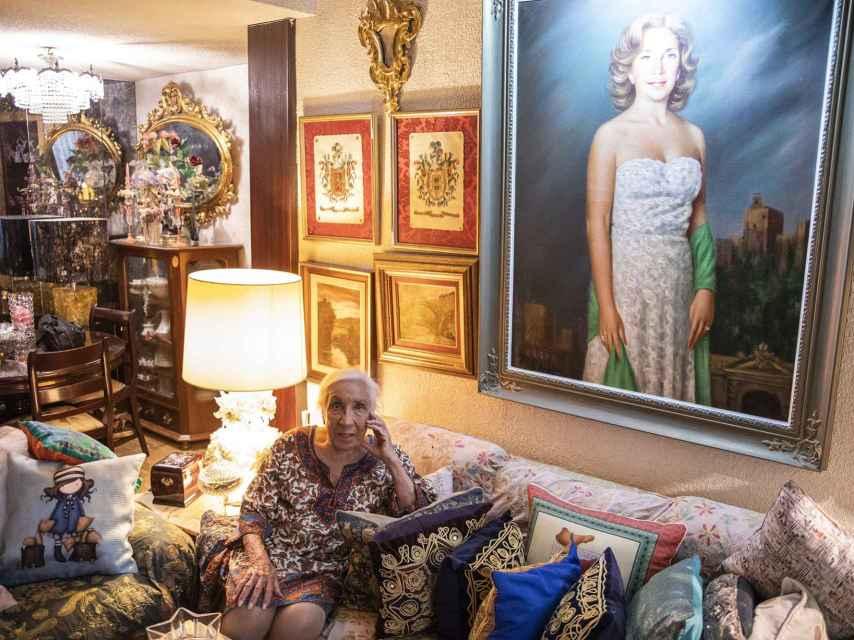 Carmen Segovia en el salón de su casa