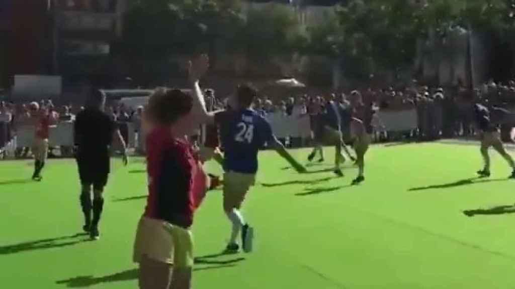 Fútbol y baile, la mezcla más surrealista.