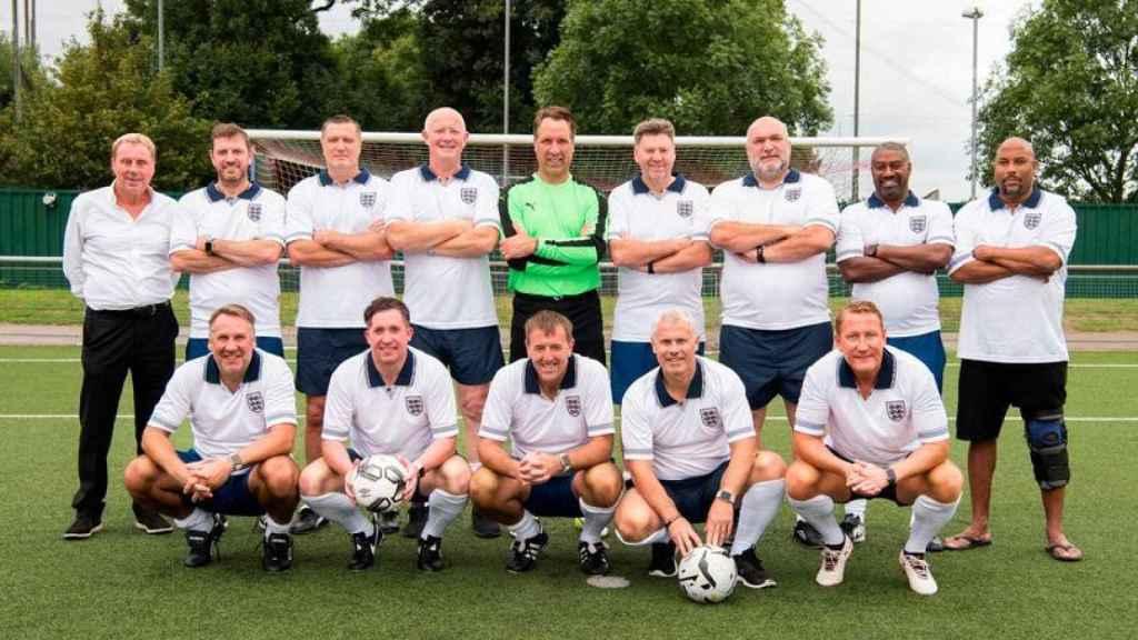 Barnes y el resto de leyendas del fútbol inglés. Foto: Mirror