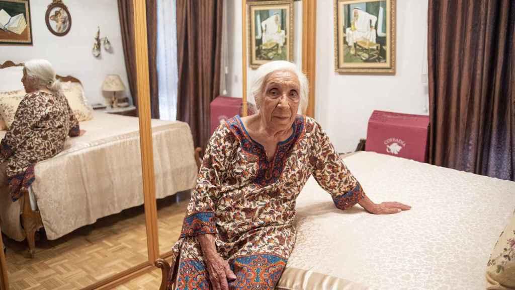 Carmen Segovia en su dormitorio