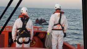 Imagen de una de las pateras llegadas este viernes al Mar de Alborán.