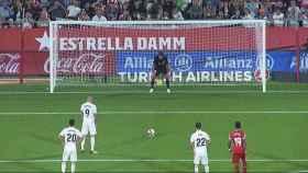 Benzema marca al Girona desde el punto de penalti