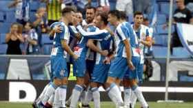 Los jugadores del Espanyol, tras celebrar el primer gol