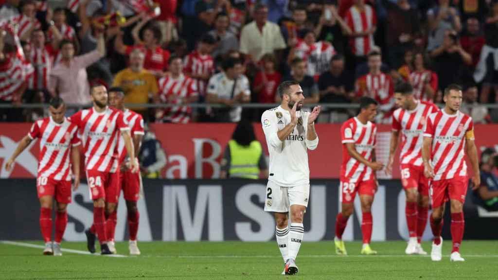 Carvajal anima a sus compañeros tras el gol del Girona