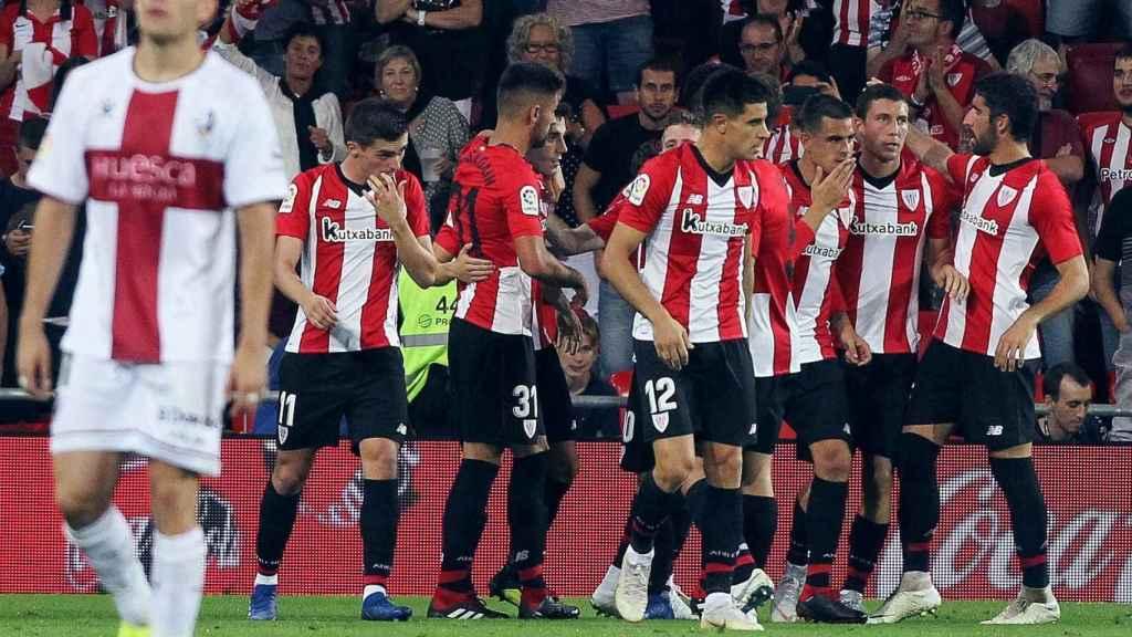 Los jugadores del Athletic celebran un gol en el ATHLETIC DE BILBAO / HUESCA