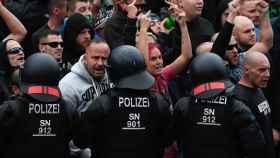 La muerte de un hombre en el este alemán desata acoso xenófobo ultraderechista.
