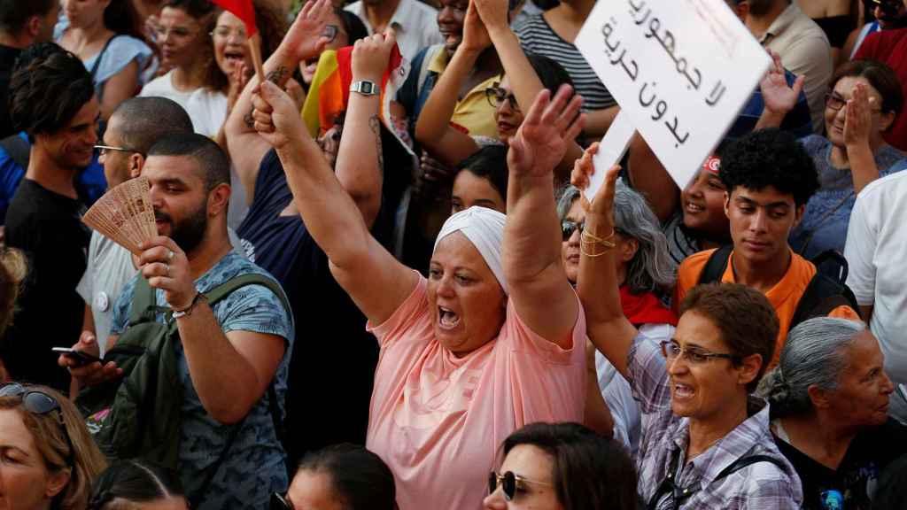 Ciudadanos tunecinos luchan por la igualdad.