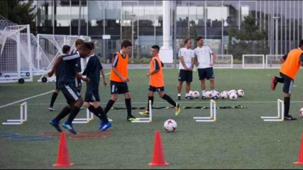 Xabi Alonso, en el entrenamiento del Infantil A