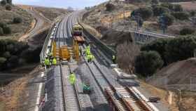 Construcción vías ferroviarias, imagen de archivo.