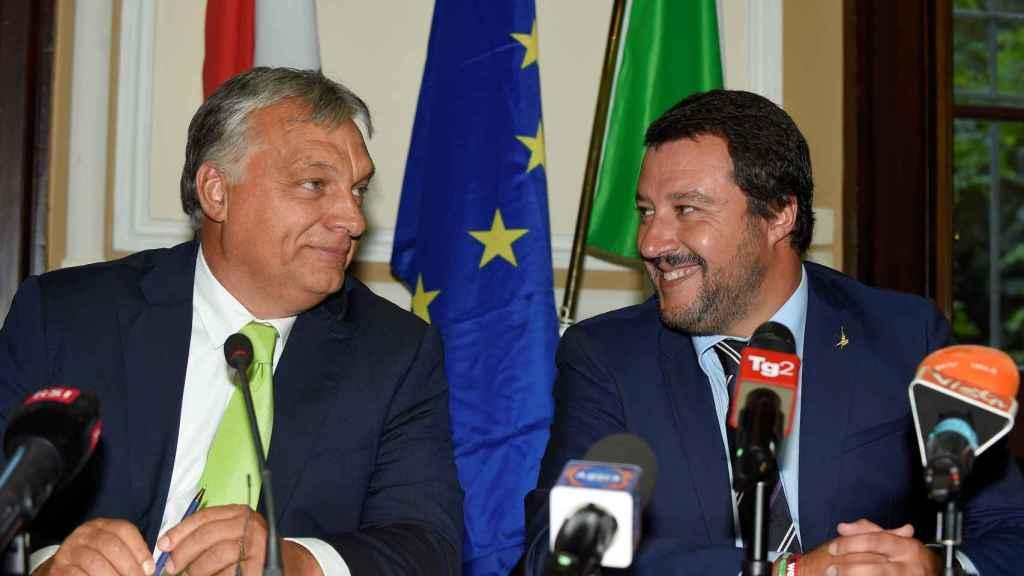 El ministro del Interior italiano, Matteo Salvini, se reúne con el primer ministro húngaro, Viktor Orban, en Milán.