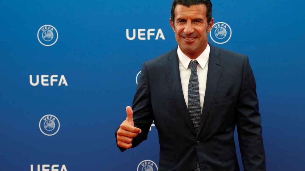 Luis Figo en la ceremonia de sorteo de la fase de grupos de la Champions League