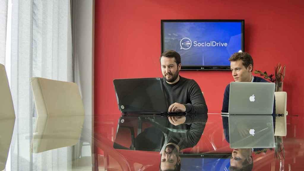 Javier (izquierda) y Sergio (derecha) en su sede madrileña