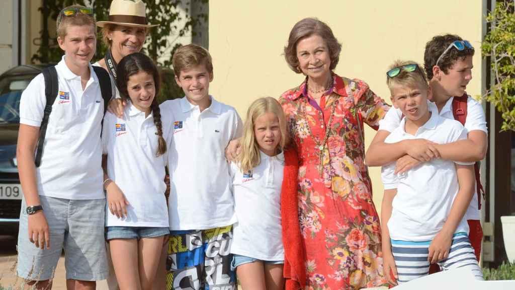 La reina Sofía, la infanta Elena y los primos Urdangarin y Marichalar.