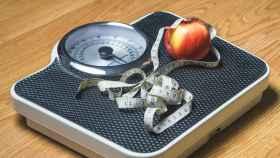 Unos buenos hábitos alimenticios y la actividad física son la clave para prevenir la obesidad y el sobrepeso.