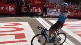Tony Gallopin cruzando la meta de la séptima etapa de La Vuelta 2018. Foto: Twitter (@lavuelta)