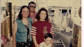 Foto antigua de la familia en un viaje de vacaciones.