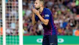 Jordi Alba celebra un gol con el Barcelona