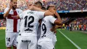 Los jugadores del Huesca celebran un gol ante el Barcelona
