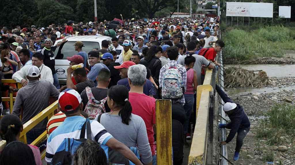 Ciudadanos venezolanos huyendo de la dictadura de Maduro.