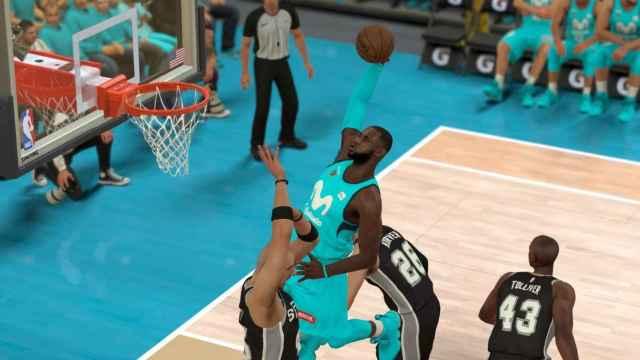 LeBron James con la camiseta del Estudiantes en el NBA2K. Foto: clubestudiantes.com