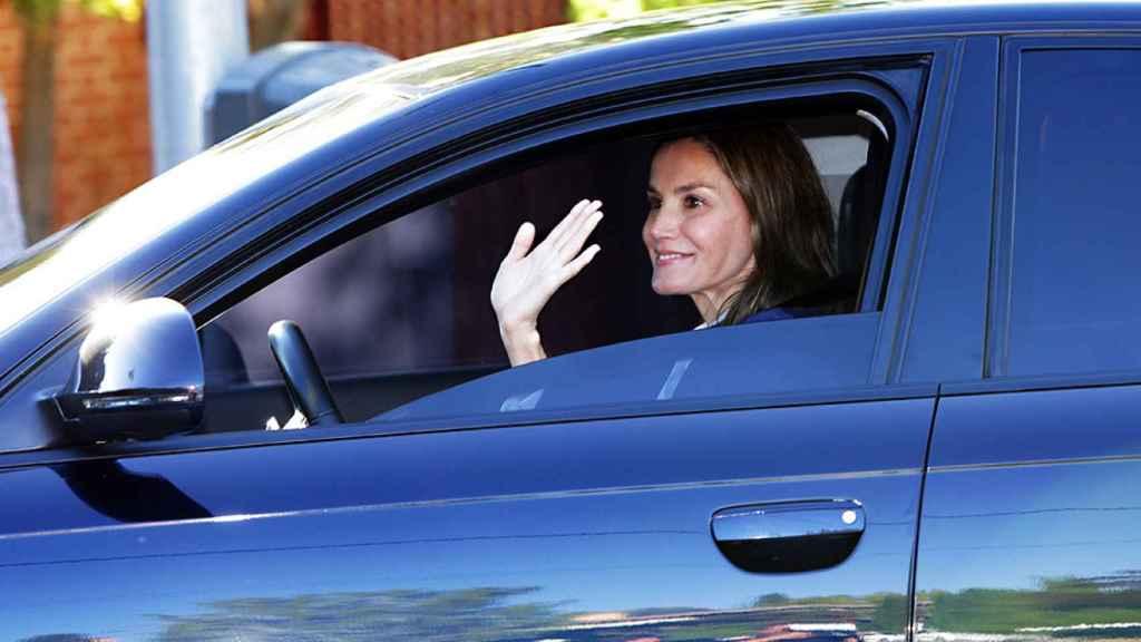 La reina Letizia a su llegada al Santa María de los Rosales.