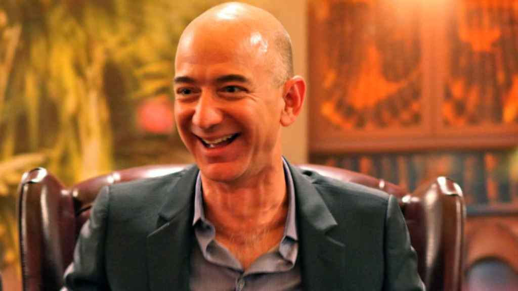 El nuevo superyate de Jeff Bezos es tan grande que tiene un segundo yate de  apoyo