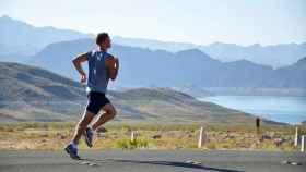 Hacer deporte y otros hábitos saludables pueden ayudar a prevenir enfermedades.