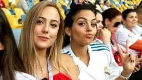 Ivana junto a su hermana, Georgina.