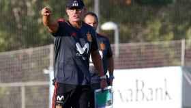 Luis de la Fuente dirigiendo el entrenamiento de la selección española Sub21. Foto: Facebook (@SeFutbol)
