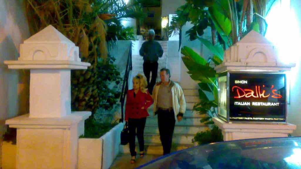 Aramis en Puerto Banus con James Hewitt.